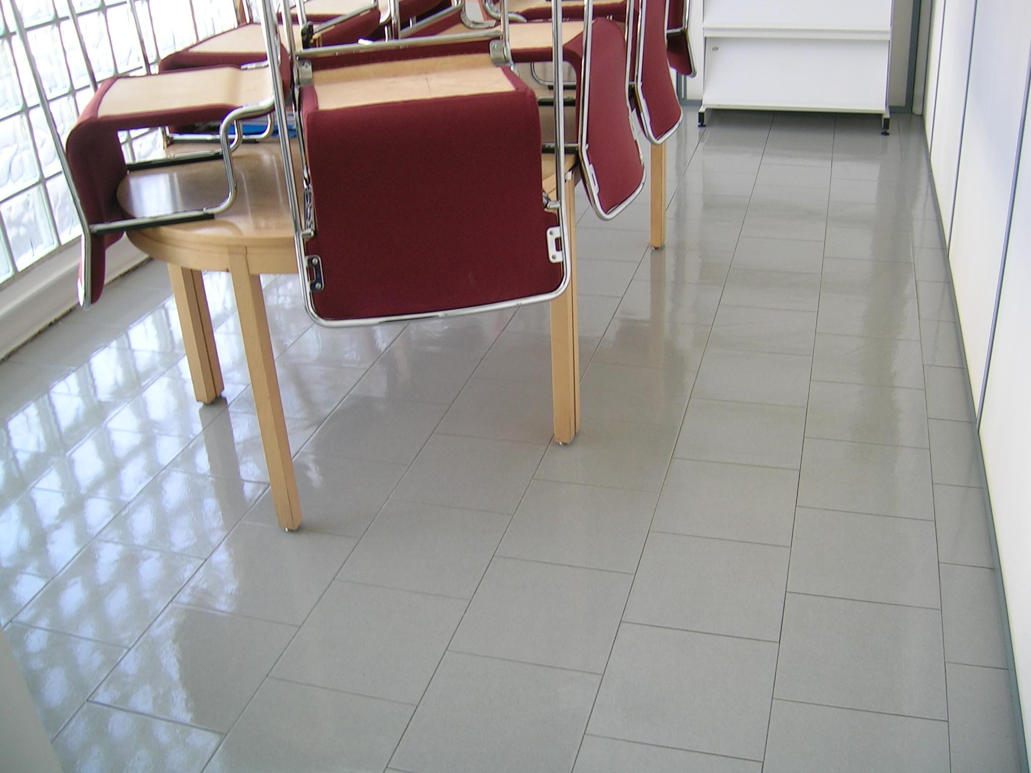 Abrillantado de suelos atarea servicio de limpieza y for Oficina de empleo de torrejon de ardoz